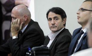 Un tribunal européen a condamné lundi cinq médecins kosovars à des peines allant jusqu'à huit ans de prison pour trafic d'organes au Kosovo, une affaire remontant à 2008 et dont les ramifications se sont étendues à travers l'Europe, l'Amérique du Nord et jusqu'au Proche-Orient.