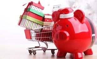 Les Français consacrent environ 355 € en cadeaux de Noël, quitte à limiter le reste de leur budget pour les fêtes.