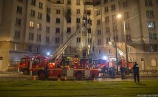 Près de 80 pompiers ont été mobilisés sur l'incendie de la rue Davout. Deux personnes sont décédées et une autre a été très grièvement blessée.