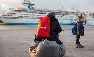 Des migrants sur le port du Pirée, près d'Athènes en Grèce le 7 mars 2016.