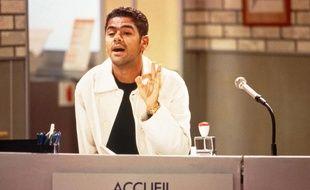 Jamel Debbouze en standardiste dans « H »