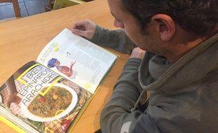 Lyon, le 13 octobre 2017. Boris Tavernier, fondateur de Vrac, a imaginé le livre de recettes
