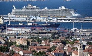 L'Allure of the Seas dans le port de Marseille.