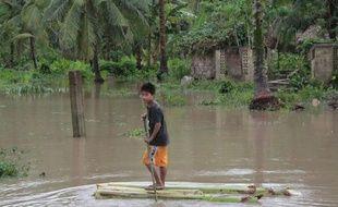 Les Philippines subissent environ 20 tempêtes ou typhons majeurs chaque année, survenant pour la plupart pendant la saison des pluies entre juin et octobre. Bopha est le 16e cette année.