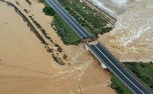 Le pont se trouve à côté de la ville de Cagliari, en Sardaigne.
