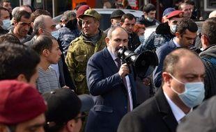 Le Premier ministre arménien Nikol Pachinian a dénoncé jeudi une tentative de coup d'Etat militaire et pris la tête d'une manifestation de ses partisans afin de réaffirmer son autorité, affaiblie par la défaite de l'armée au Nagorny Karabakh.
