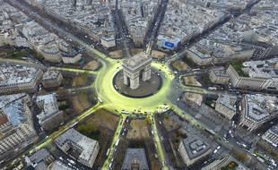 La place de l'Etoile et l'Arc de Triomphe, le 11 décembre 2015, à Paris.