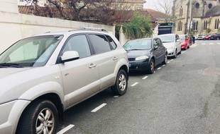 Illustration de voitures en stationnement (ici à Bordeaux)