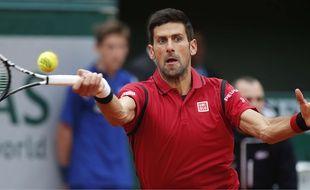 Novak Djokovic lors de son match contre Tomas Berdych à Roland-Garros, le 2 juin 2016.