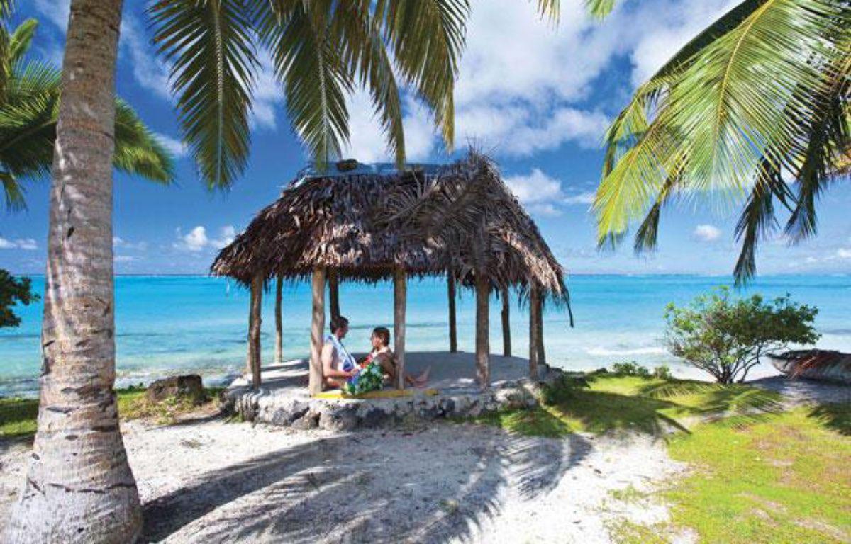 Un couple sur une plage des îles Samoa. – D Kirkland/AP/SIPA