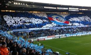 Football ville en bleu et blanc dress code et selfies - Dress code rennes ...
