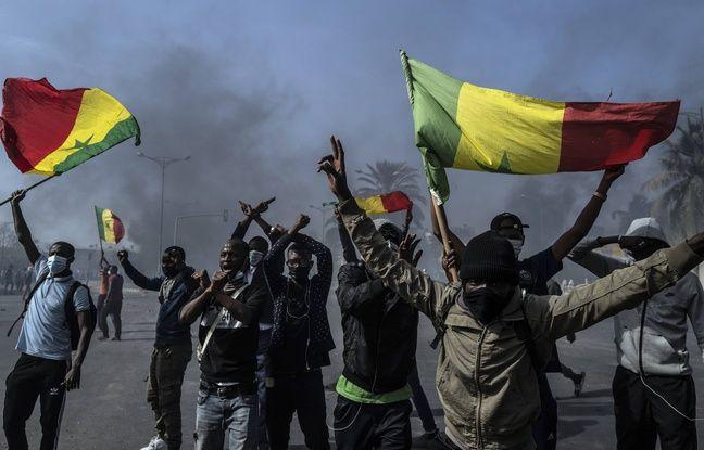 648x415 des manifestants protestent contre l arrestation d ousmane sonko le 5 mars 2021 a dakar au senegal