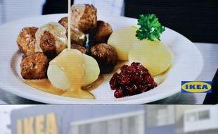 Le géant du meuble Ikea, qui vend également des spécialités culinaires, a annoncé lundi qu'il retirait de la vente dans une quinzaine de pays européens des boulettes de viande surgelées qui contiendraient du cheval, selon les résultats d'un test réalisé en République tchèque.