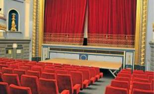 L'Odyssée a deux salles: une de 250places (photo) et une de 70.