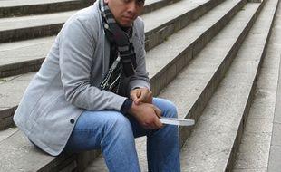 Lyon, le 22 mai 2016 Adrien Durousset, 24 ans, vient de sortir un livre intitulé  Placé, déplacé dans lequel il parle des lacunes de l'aide sociale à l'enfance