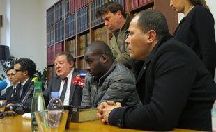 Les frères de Zyed et Bouna accompagnés de leurs avocats