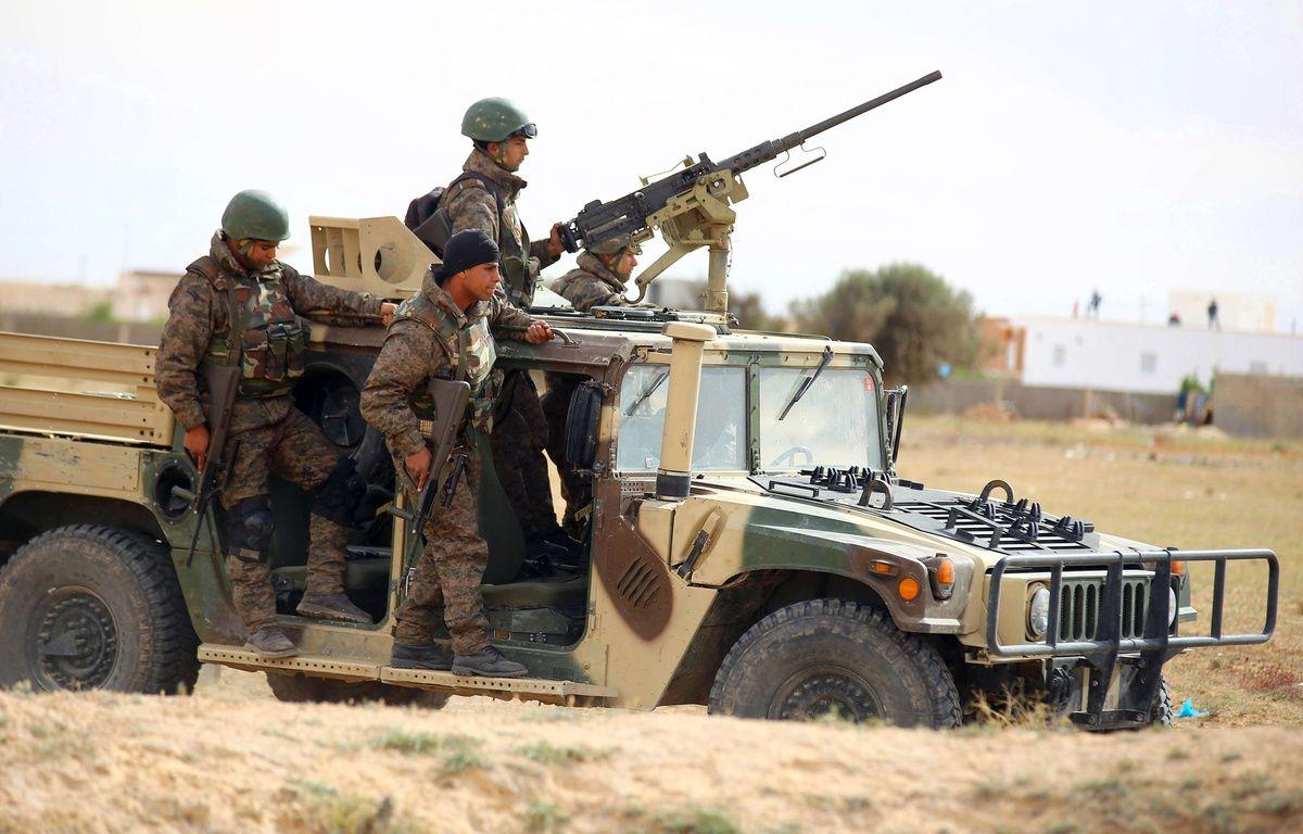Des soldats tunisiens patrouillent dans la banlieue de Ben Guerdane, le mardi 8 Mars 2016. –  AP/SIPA