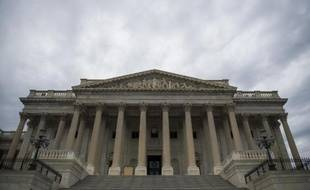 Le Sénat américain a adopté le 7 mai 2015 à une quasi-unanimité une proposition de loi qui obligerait Barack Obama à soumettre tout accord nucléaire avec l'Iran au Congrès cet été