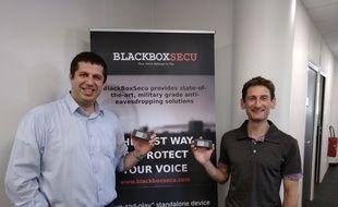 Kris Barcewicz (à g.) et son équipe vont faire breveter leur boîtier.