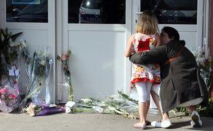Recueillement à Albi le 5 juillet 2014 au lendemain du meurtre d'une institutrice par une mère d'élève.