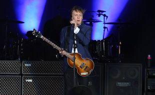 L'artiste Paul McCartney sur la scène du Desert Trip Festival