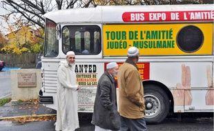 L'Amitié Judéo-Musulmane de France (AJMF) organise des rencontres entres juifs et musulmans, autour d'un couscous notamment.