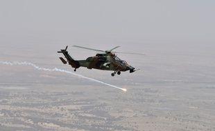 Un hélicoptère de combat français au Sahel