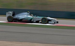 En toute fin de séance, alors que tous les pilotes avaient opté pour ne courir qu'un seul tour lancé et chronométré, afin de préserver des pneus pour la course de dimanche, Hamilton a signé son meilleur tour en 1 minute 34 secondes et 484 millièmes.