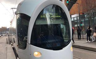 Des oeuvres des musées lyonnais sont exposées depuis le 1er mars sur les trams et aux stations de tramways. Illustration.