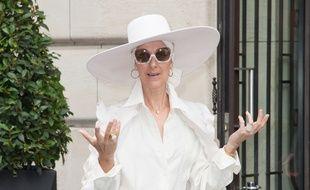 La chanteuse Céline Dion à Paris