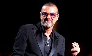 George Michael, sur la scène de l'Opéra Garnier de Paris, à l'occasion d'un gala de charité au profit du Sidaction, en septembre 2012.