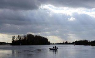 Des pêcheurs le 14 novembre 2013 sur la Saône près de Macon