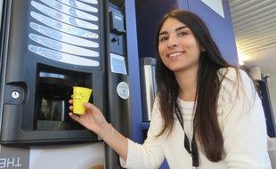 Caroline Bettan veut convertir les entreprises au gobelet réutilisable.