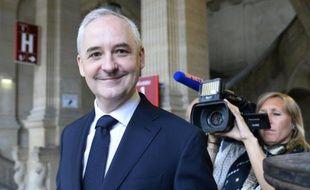 L'ex-conseiller de Nicolas Sarkozy François Pérol à son arrivée au procès le 22 juin 2015 au tribunal de Paris