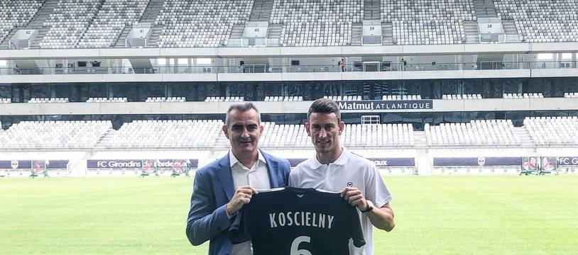 Laurent Koscielny avec Eduardo Macia, le directeur du football des Girondins.