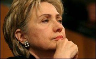 La sénatrice de New York, Hillary Clinton, possible candidate démocrate à la présidence américaine en 2008, va se rendre en Irak et en Afghanistan ce week-end, indique vendredi un communiqué de ses services.