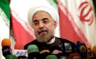 """Le président iranien élu Hassan Rohani a maintenu lundi la ligne du régime islamique sur le dossier nucléaire, en excluant tout arrêt de l'enrichissement d'uranium, mais a promis plus de """"transparence"""" sur ces activités."""