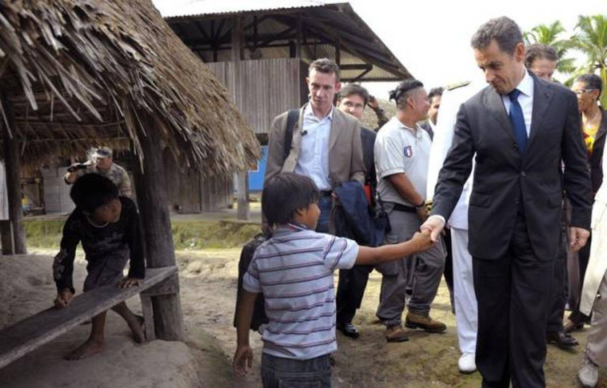 """Le président Nicolas Sarkozy, en déplacement en Guyane d'où il doit présenter dimanche ses voeux aux Français d'outre-mer, a annoncé samedi la future création d'une """"université de la biodiversité"""" en Guyane. – Philippe Wojazer afp.com"""