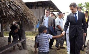 """Le président Nicolas Sarkozy, en déplacement en Guyane d'où il doit présenter dimanche ses voeux aux Français d'outre-mer, a annoncé samedi la future création d'une """"université de la biodiversité"""" en Guyane."""