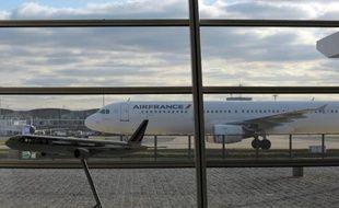 La Commission européenne a annoncé avoir ouvert vendredi une enquête en matière d'ententes et d'abus de position dominante visant trois compagnies aériennes de l'alliance SkyTeam: Air France-KLM, Alitalia et Delta