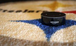 Le haut-parleur intelligent Alexa Echo Dot d'Amazon.