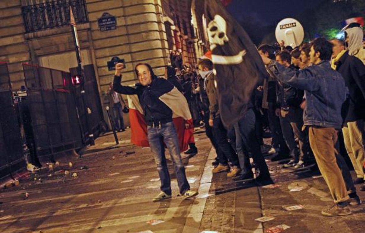 Des incidents ont éclaté entre manifestants contre le «mariage pour tous» et forces de l'ordre aux Invalides, à Paris, le 23 avril 2013. – A. GELEBART / 20 MINUTES