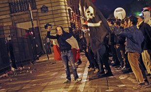 Des incidents ont éclaté entre manifestants contre le «mariage pour tous» et forces de l'ordre aux Invalides, à Paris, le 23 avril 2013.