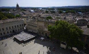 Un homme a été abattu par la police à Avignon (Vaucluse) alors qu'il brandissait une arme.