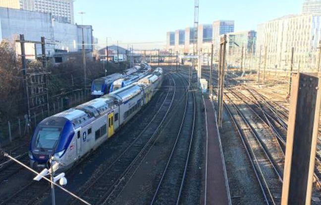 VIDEO. Lille: La gare Lille Flandres bloquée, des voyageurs finissent à pied en longeant les voies