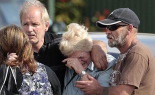 Des familles de mineurs à Pike River, en Nouvelle-Zélande. Une nouvelle explosion aurait tué les 29 hommes, mercredi 24novembre 2010.