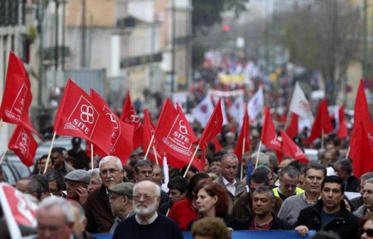 Plusieurs milliers de personnes ont manifesté samedi à Lisbonne, à l'appel des syndicats, pour protester une nouvelle fois contre la politique de rigueur menée par le gouvernement portugais sous la tutelle de l'UE et du FMI. – Henriques Da Cunha afp.com