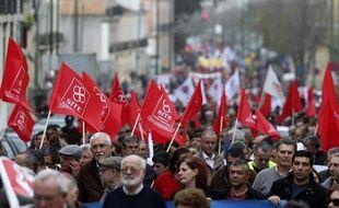 Plusieurs milliers de personnes ont manifesté samedi à Lisbonne, à l'appel des syndicats, pour protester une nouvelle fois contre la politique de rigueur menée par le gouvernement portugais sous la tutelle de l'UE et du FMI.