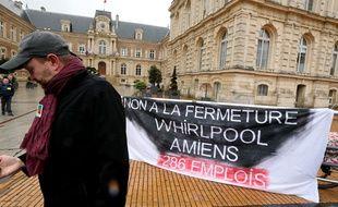 Salariés de Whirlpool devant l'hôtel de ville d'Amiens, début février 2017