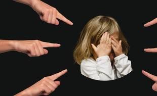 Illustration d'une enfant très sollicitée.